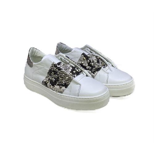 sneakers-bianche-con-fascia-effetto-pitone-e-borchie